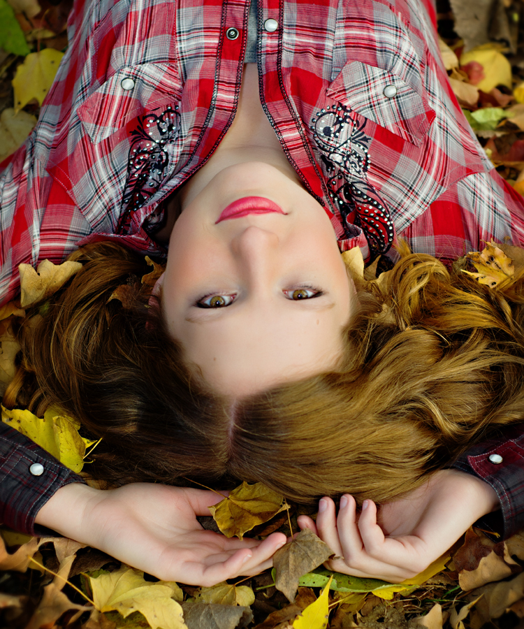 Senior Girl Pictures_Autumn Leaves