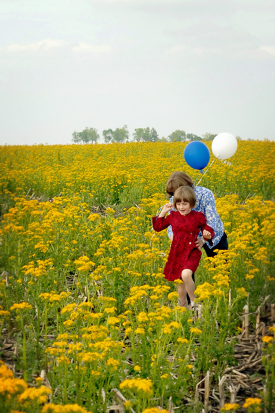 hanna and her mom running thru field of mustard