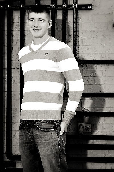 2012 senior pictures - graphic background