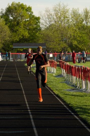 sports action photos - boys track