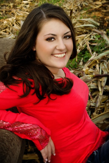 senior pictures in a corn field