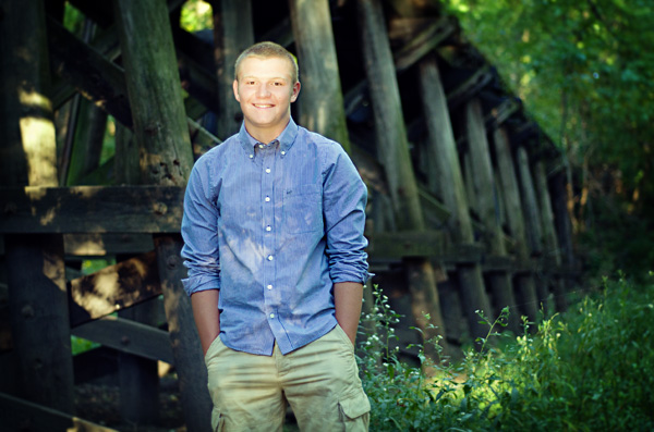 senior boy pictures under bridge