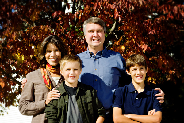 casual family portrait_fall leaves