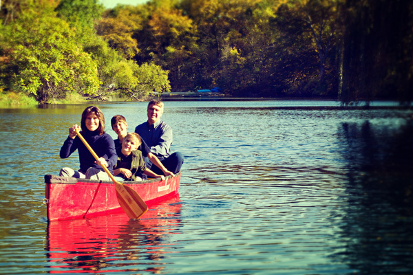 casual family portrait_canoeing