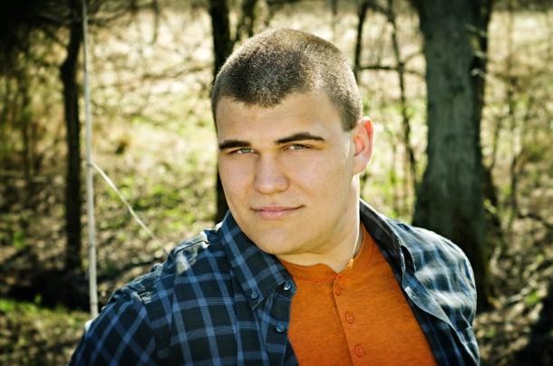 2014 senior boy in the woods