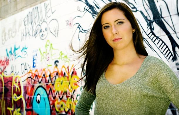 2016 senior girl at graffiti wall